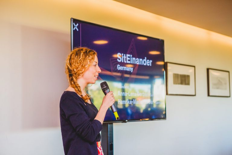 Anna-Lena Gerber presenting SitEinander at the Calouste Gulbenkian Foundation, a founding member of Maze X startup accelerator.